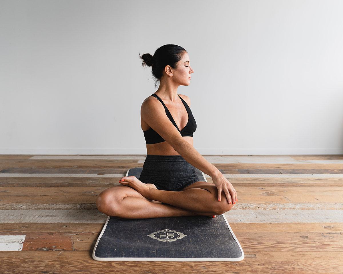 5 rutinas de yoga para practicar en casa en menos de 15 minutos