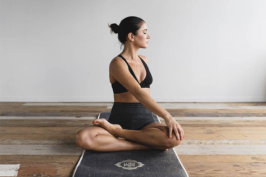 rutinas de yoga para hacer en casa en 15 minutos
