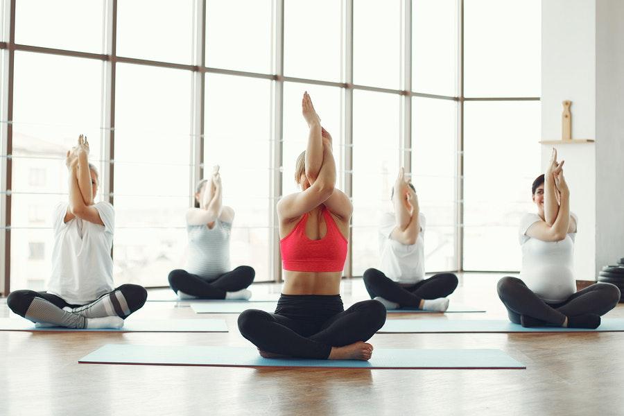 9 errores que cometes antes de una clase de yoga